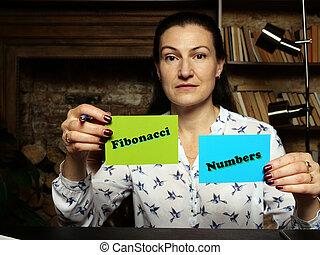 nombres, écrit, cartes, résolution, bleu, closeup, prise vue., texte, -, élevé, tenant main, vert, fibonacci