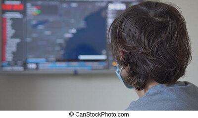 nombres, virus, données, usa, terrifié, où, regarder, jeunes, il, infected, porter, shown., écran, covid-19, masque, figure, homme médical