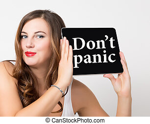 non faccia, panico, scritto, su, virtuale, screen., tecnologia, internet, e, networking, concept., bella donna, con, spalle nude, presa a terra, pc, tavoletta