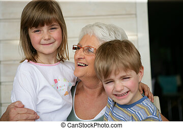 nonna, guardando, nipoti