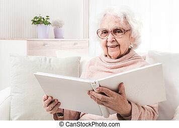 nonna, libro lettura