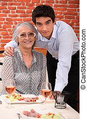 nonna, nipote, ristorante