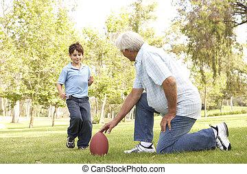 nonno, e, nipote, gioco, football americano, insieme