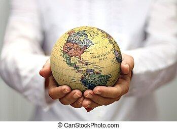 noorden, continenten, globe, vasthouden, wereld, amerika, zuiden, vrouwen