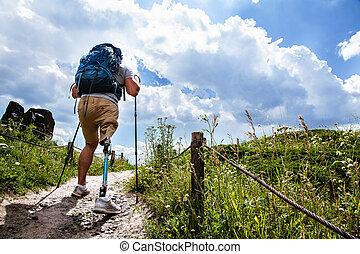 nordique, marche, vue postérieure, essayer, homme desactivé, déterminé