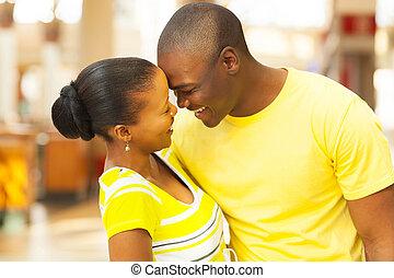 norteamericano, coquetear, pareja, africano