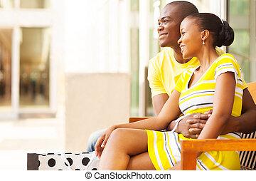 norteamericano, pareja, africano, descansar