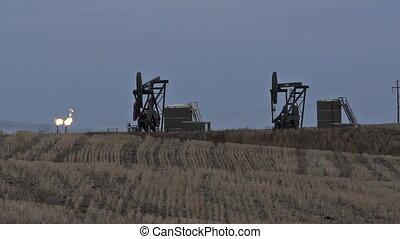 North Dakota Oil Pump Jack Fracking Crude Extraction Machine...