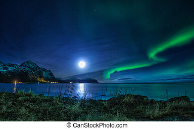 Northern Lights andt full moon