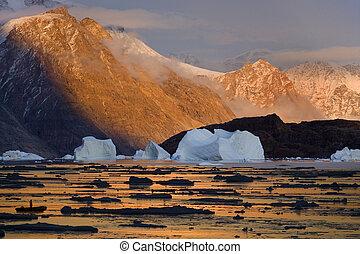Northwest Fjord - Scoresbysund - Greenland - Midnight sun...