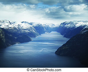 noruega, lysefjorden, montanhas