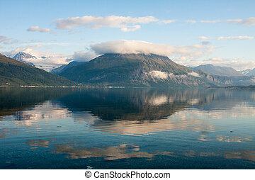 noruego, fiordo, montañas