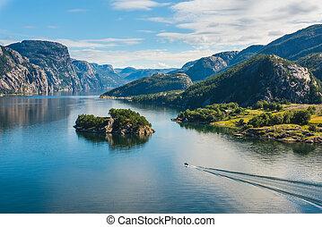 noruego, fiordo, y, montañas, en, verano, lysefjord, noruega