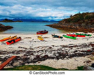 norway., colorido, colinas, costa, kayaques, arenoso, foto, cielo azul