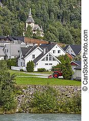 norwegisch, traditionelle , dorf, fluß, und, hill., norwegen, ländlicher querformat