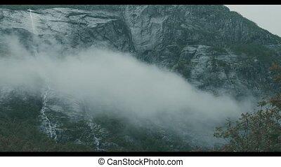 norwegisch, wasserfall, bedeckt, per, wolkenhimmel