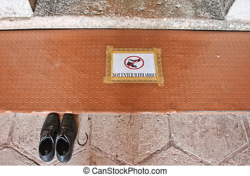 not enter with shoes