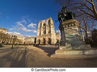 Notre-Dame de Paris - Wide-angle view of Notre-Dame...