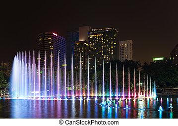 notte, moderno, illuminato, città, fontana