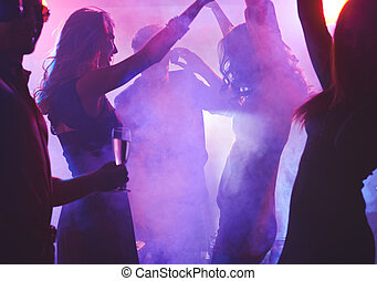 noturna, dançar