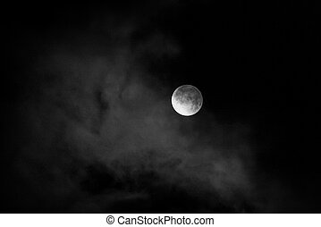 noturna, lua, cloud., monocromático, coberto, céus