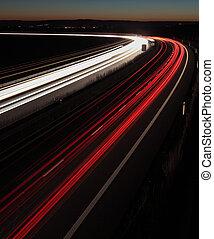 noturna, rodovia, (cars, uma pressa, em movimento,...