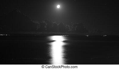 noturna, seascape, com, lua, e, céu nublado