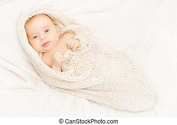 nourrisson, couverture, vieux, emmailloté, nouveau, une, nouveau né, né, enfant, portrait, blanc, mois, bébé, gosse
