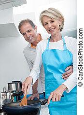 nourriture, couple, cuisine, mûrir, cuisine, heureux