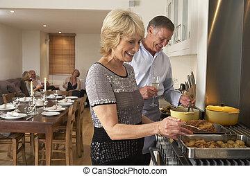 nourriture, fête, couple, dîner, préparer