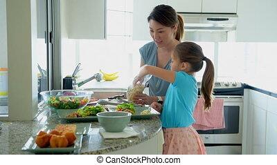 nourriture, fille, plaque, garder, mère, cuisine, 4k