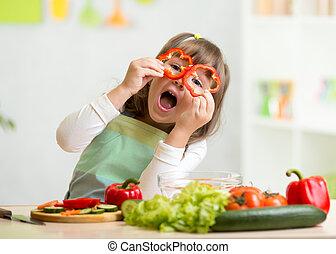 nourriture, légumes, amusement, girl, avoir, gosse