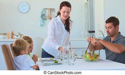 nourriture, leur, servir, parents, enfant