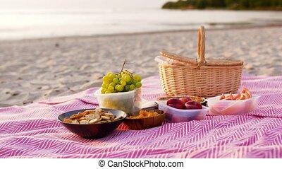 nourriture pique-nique, panier, couverture, plage