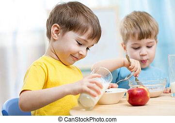 nourriture saine, manger, enfants, maison