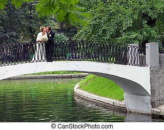 nouveau marié, couple, sur, jour mariage