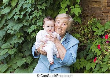 nouveau-né, arrière-grand-mère, tenue