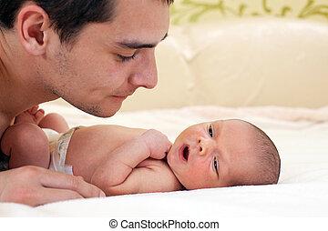 nouveau né, garçon, père, jeune, bébé