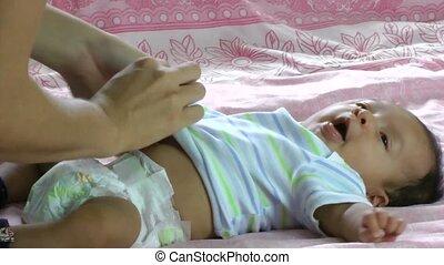 nouveau né, hispanique, bébé, bâiller