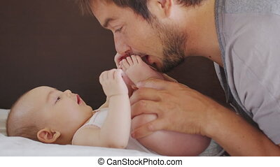 nouveau né, jouer, hugging., child., happiness., peu, ...