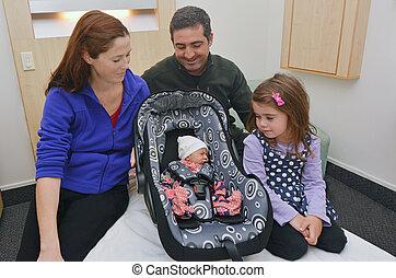 nouveau-né, sien, entouré, famille