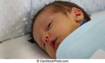 nouveau né, sourire
