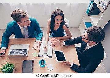 nouveau, projet, discuter, vue dessus, businesspeople, jeune