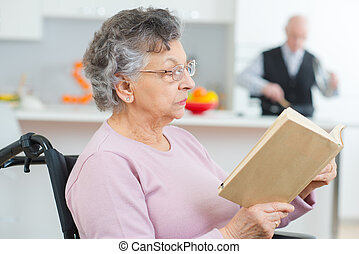 nouvelles, personne agee, lecture, patient, femme