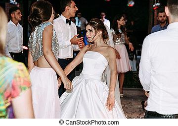 club encontrar novia bailando