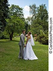 novia y novio, ambulante, en, un, parque