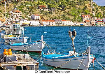 Novigrad dalmatinski boats on the coast