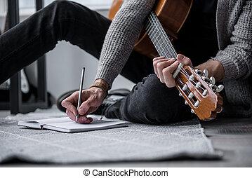 novo, apartamento, compondo, guitarrista, canção
