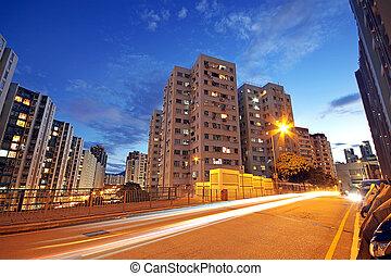 nowoczesny, miejski, miasto, z, autostrada, handel, w nocy,...