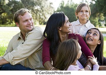 nowoczesny, multicultural, rodzina, szczęśliwy